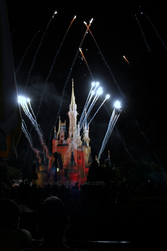 mickey no so scary halloween fireworks castle