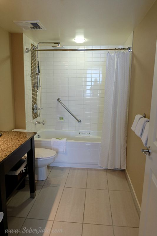 westin-trillium-blue-mountain-suite-bathroom-tub