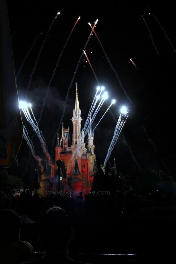 mickey no so scary halloween fireworks castle