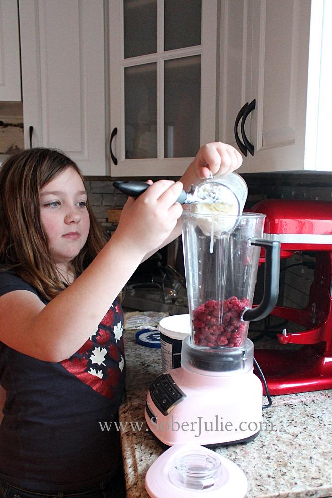 Sydney Making a Skinny Raspberry Milkshake