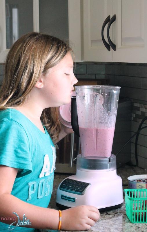 sydney making blueberry smoothie recipe