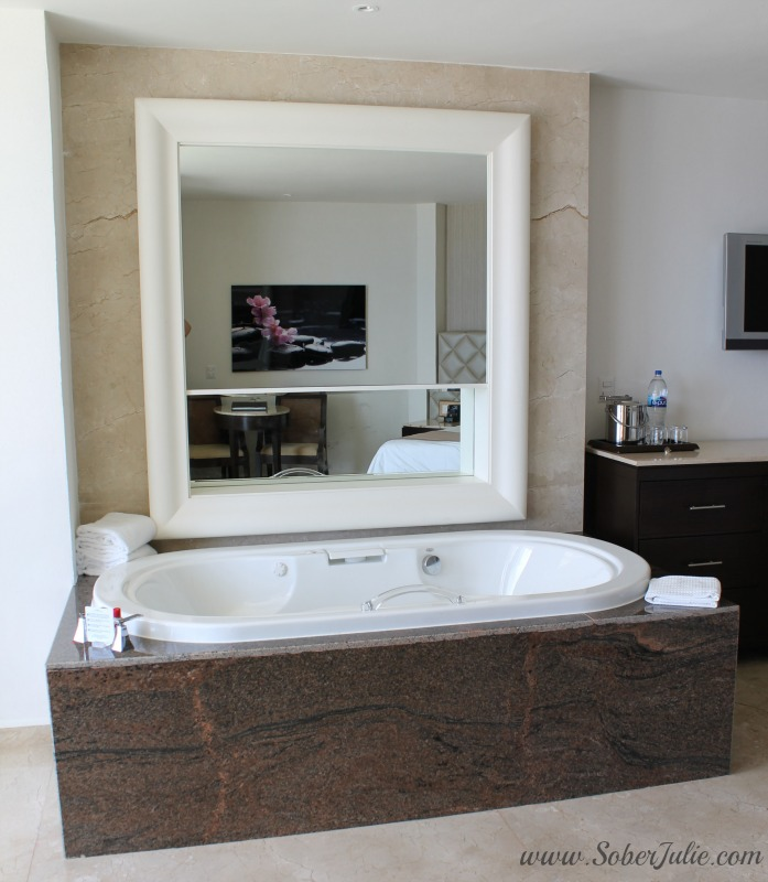 Superior Ocean Front Deluxe Room at Moon Palace Golf & Spa Resort bath