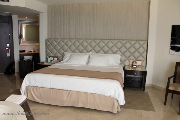 Superior Ocean Front Deluxe Room at Moon Palace Golf & Spa Resort king bed