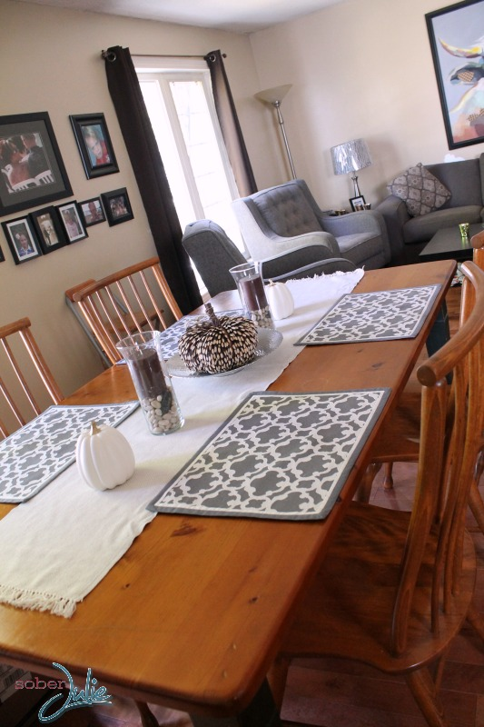 Decorating a Thanksgiving Table long