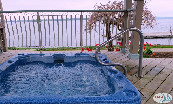 soberjulie-ontario-travel-fern-resort-hottub