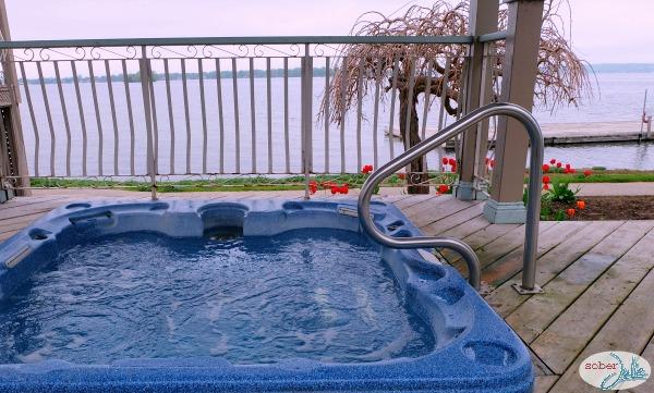 soberjulie-ontario-travel-fern-resort-hottub