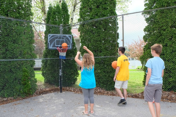 soberjulie-ontario-travel-fern-resort-kids-club-basketball