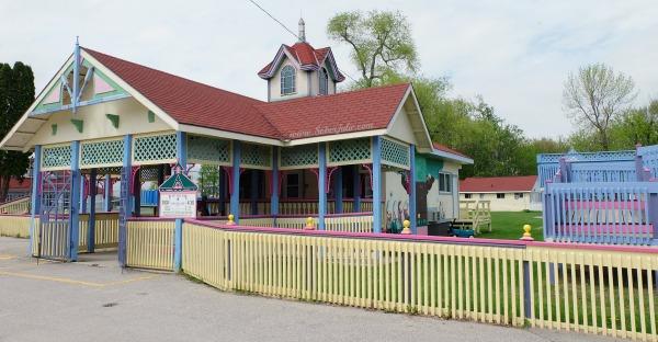 soberjulie-ontario-travel-fern-resort-kids-club2