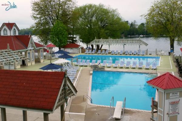 soberjulie-ontario-travel-fern-resort-pool-area