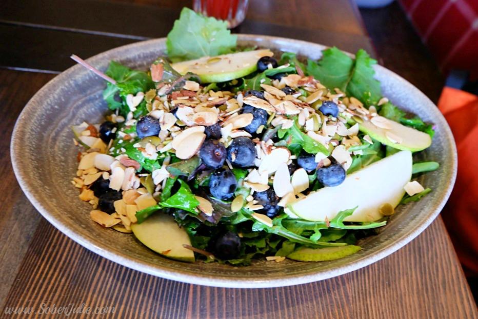 soberjulie-banff-park-salad