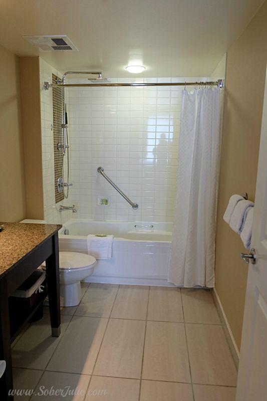 westin-trillium-blue-mountain-suite-bathroom-tub