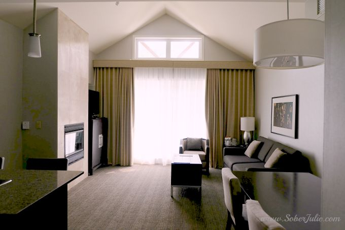 westin-trillium-blue-mountain-suite-living-room